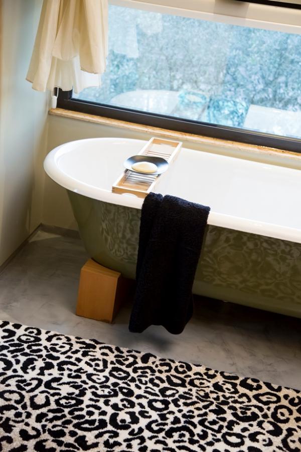 tapis de bain tapis de sol l opard coton et acryl. Black Bedroom Furniture Sets. Home Design Ideas