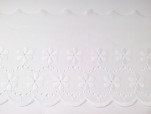Dentelle broderie anglaise fleurs blanches 100% coton blanc 100mm